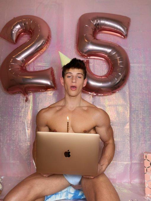 Birthday Sale! 🎂🥳 25% off my onlyfans👇🏻 https://t.co/kuT1ksZcje