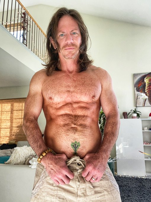 Letting my body hair do whatever for a little while.  Feels good to just be human for a week or two https://t