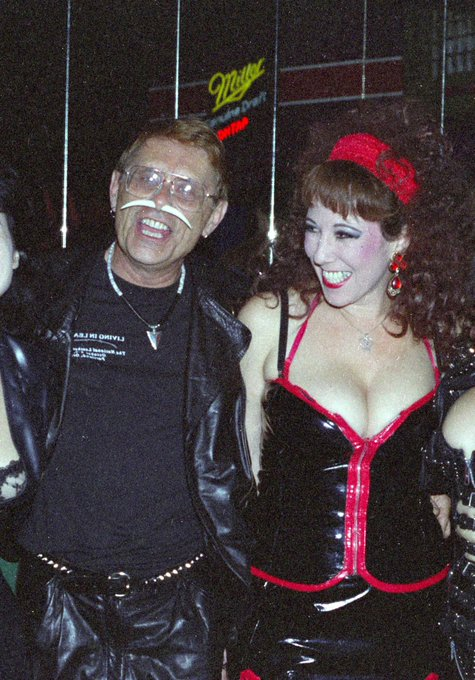 Happy whore-la-days. xx  Vintage style with the late, great #FakirMusafar. xx https://t.co/ICyr1roQI