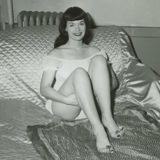 Just showing off the toe rings I got for Christmas 🦶🏻🌸💍  #queenofpinups #bettiepage #irvingklaw #footfetish