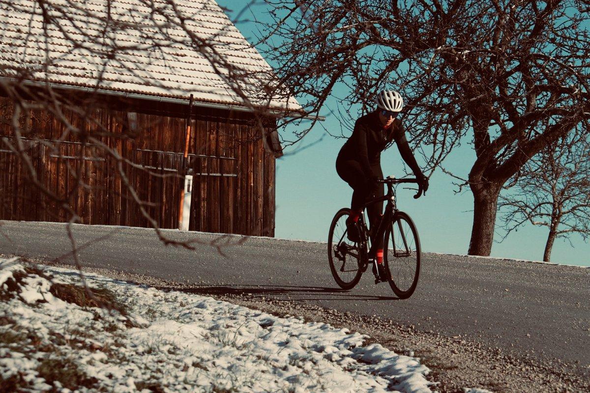 Wish you all great holidays 🎄🥂😍 Thanks to Tamara Bramberger for sharing ❤️ #montonsports #ridewithpassion #monton #girlsonbikes #beautyofcycling #bikesgirls #roadstoride #cuzilovecycling #thecyclingculture #cyclinglife #roadbikelife #roadcycling #cyclingroad #lifebehindbars