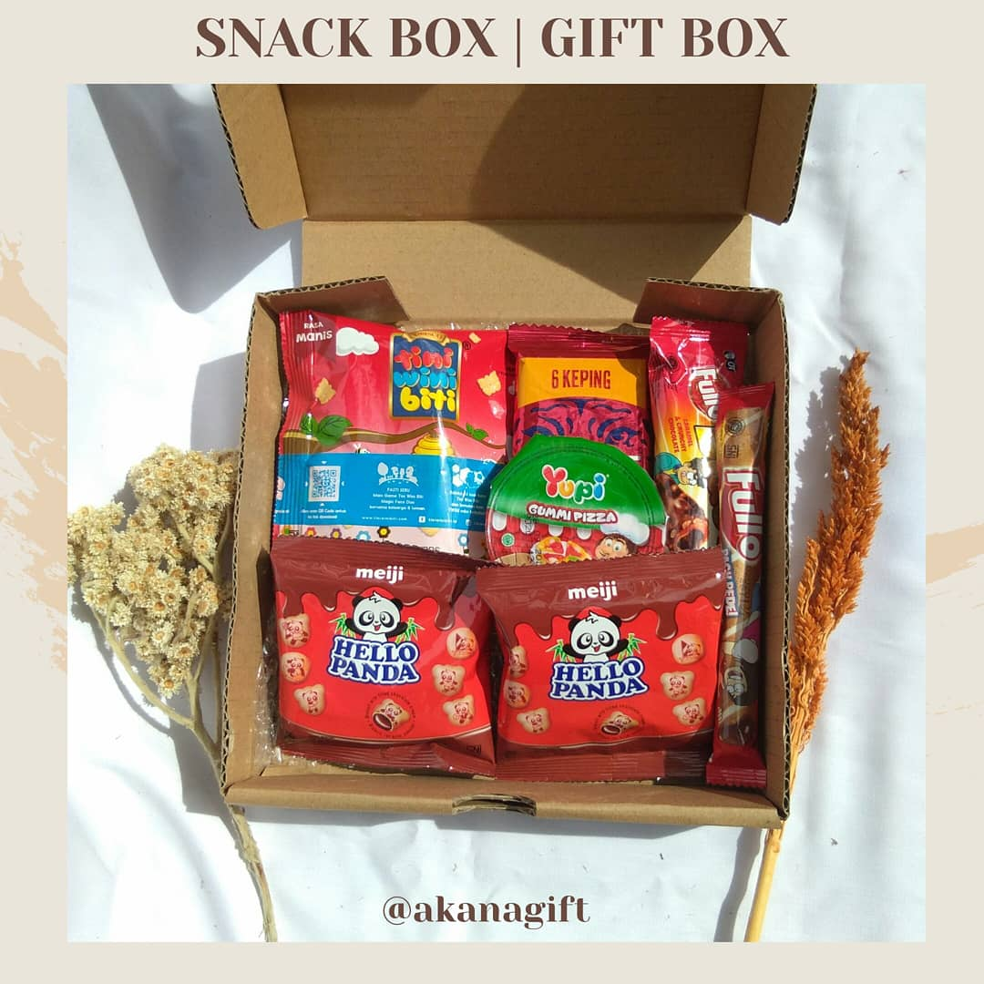 🎁 SNACK BOX | GIFT BOX 🎁  Hadiah snack box yang cocok banget buat kado teman yang sedang wisuda, sempro, ulang tahun, kado pacar, dan lain-lain ♡