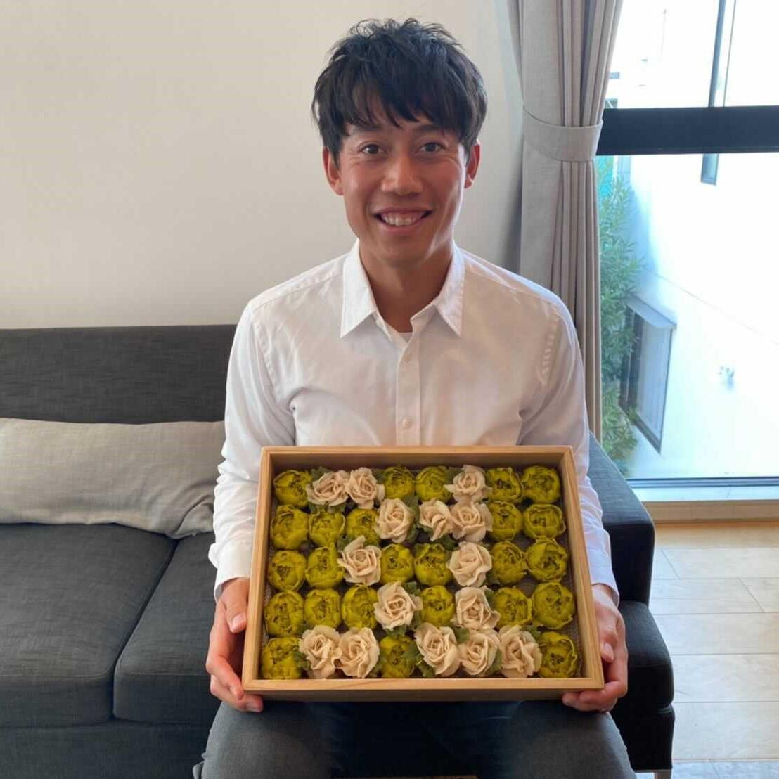 撮影の合間に、錦織選手の好きな おはぎ でお祝い🎂錦織圭選手、31歳のお誕生日おめでとうございます🎉さらなる飛躍の一年となることを祈っています‼︎  Happy 31st Birthday, Kei🎂We made a little surprise with decorated Japanese sweets Ohagi in between the shooting🎥  @keinishikori #hbd