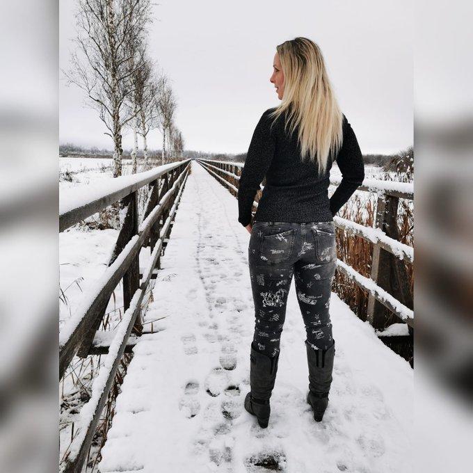 Schnee Schnee Schnee Schnee ... Walzer tanzen wir.   #schnee #snow #schneeshooting #model #follow #like