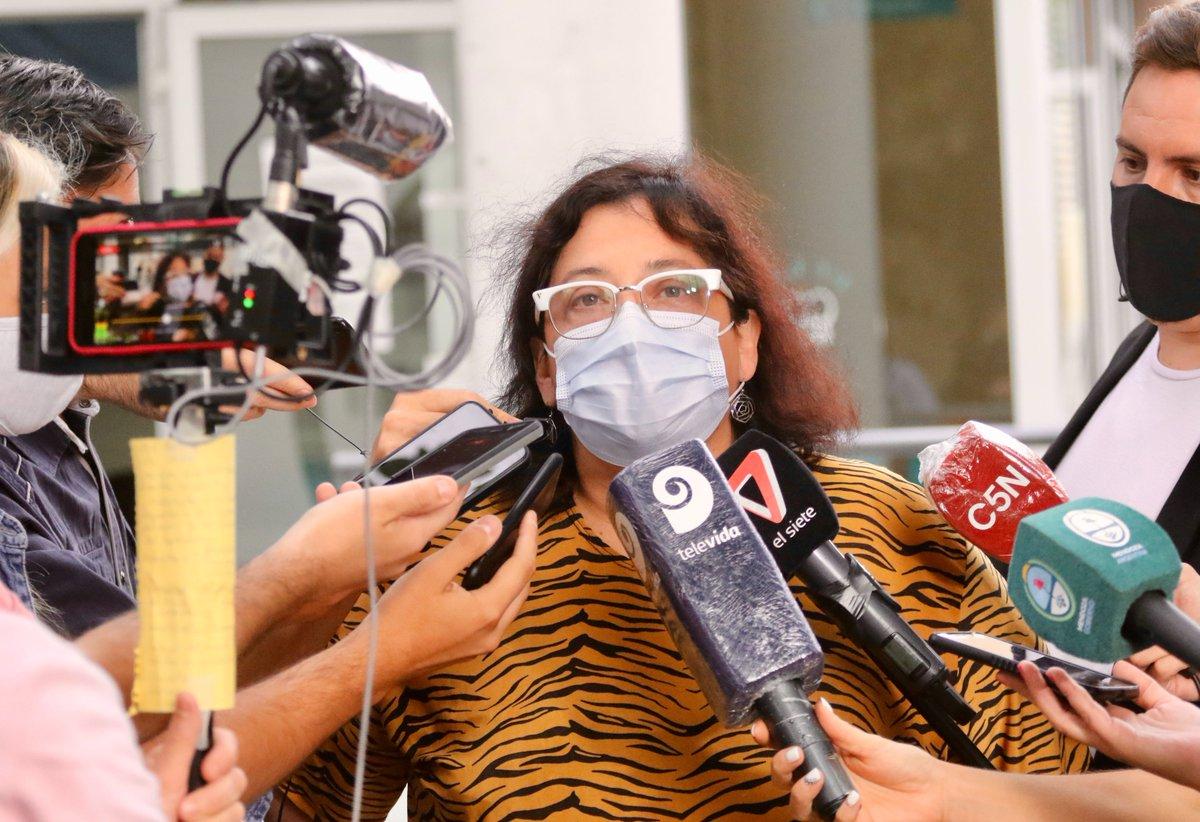 """Radio Andina Mendoza on Twitter: """"#NadaSImple   Sputnik V - Llegaron las  primeras dosis a la provincia #EnVivo 🗣️ Iris Aguilar, Jefa del Vacunatorio  Central - """"La vacunación para la población en"""