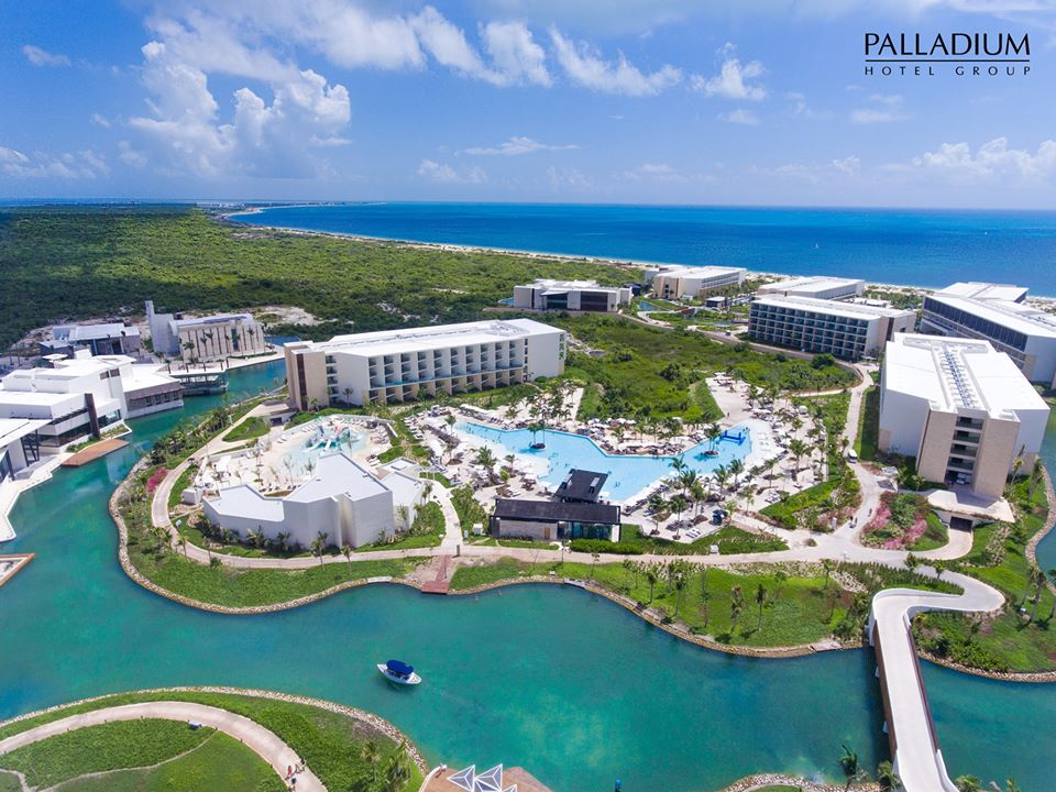Tag in the comments below who you would like to spend a vacation with at Grand Palladium Hotels & Resorts in Costa Mujeres.