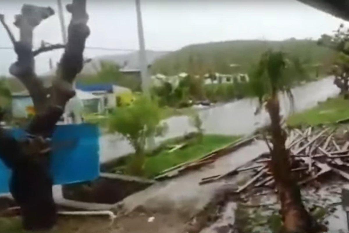 #SigueLaW | Sigue lloviendo en Providencia y la reconstrucción avanza a paso lento >>