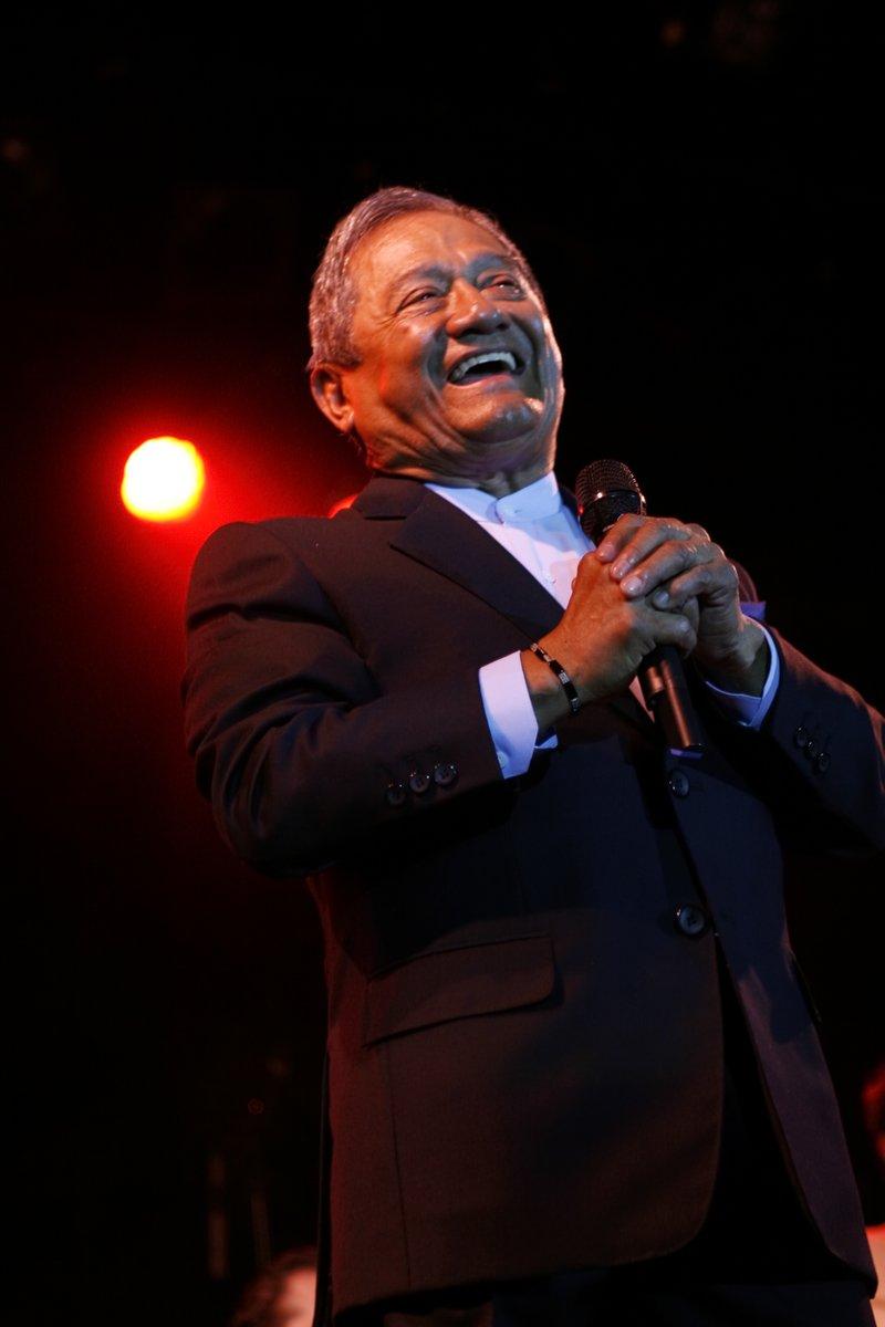Hoy nos deja el maestro #ArmandoManzanero. Un  talento gigante, hombre admirable que con su música y sus letras fue inspiración para muchos de nosotros. En medio de la tristeza por su partida agradezco la bendición de su legado musical. Gracias por tanto maestro. #LaMusicaNoMuere