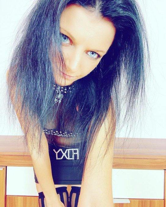 Have a nice new week 😎 #lailabanx #cute #blueeyedgirl #blueeyes #blaueaugen #blackhair #daskurzeschwarze