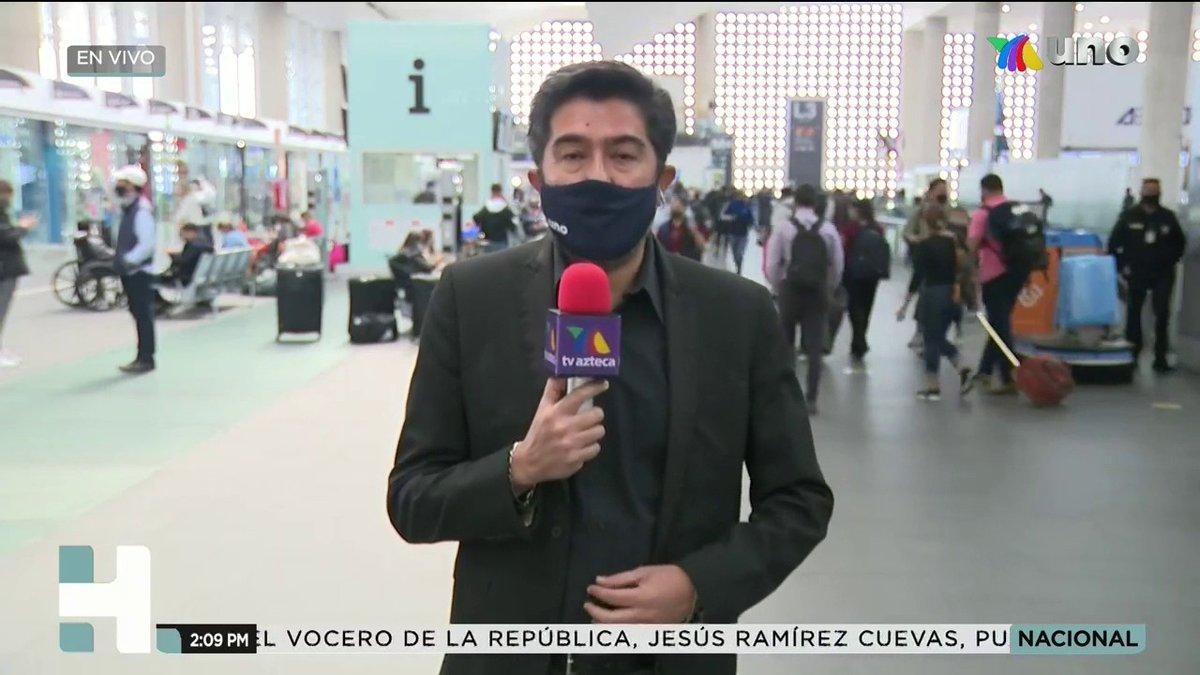 🔴#GRACIASMAESTRO Jorge Patiño (@jorgepatinio) se encuentra en el AICM esperando la llegada de los familiares de Don Armando Manzanero.