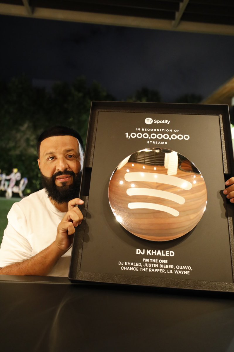 #IMTHEONE  @spotify BILLI ! Officially 1 billion streams on Spotify😳 🤯🤯🤯 🤯🤯 Bless up @justinbieber @LilTunechi @QuavoStuntin @chancetherapper   2021 we bring more LIGHT! #FANLUV THANK YOU GRATEFUL !  🙏🏽🙏🏽 #IMTHEONE ANOTHER ONE  #1 on hot 100 billboard debut  8x platinum