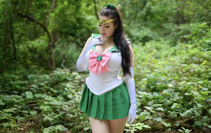 2 pic. The colours of this cosplay were just so beautiful. Sailor Jupiter 💕 https://t.co/o5p0hFTHrQ