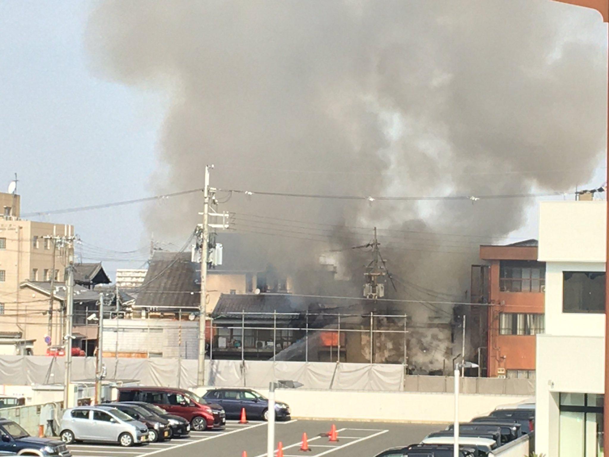 橿原市四条町で火事が起きている現場の画像
