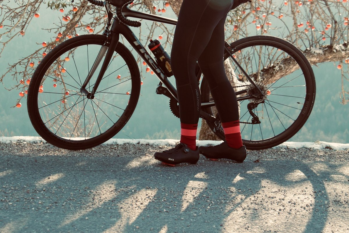 """Showmi"" winter cycling bib tights keep your legs and core warm when the temperature drops.  Thanks to Tamara Bramberger for sharing ❤️ #montonsports #ridewithpassion #monton #girlsonbikes #beautyofcycling #bikesgirls #roadstoride #cuzilovecycling #thecyclingculture #cyclinglife"