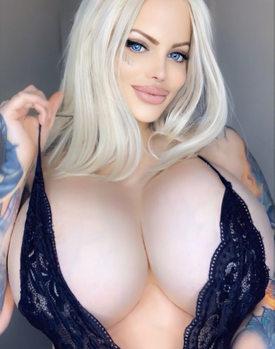 New Content waiting for you at ONLYFANS.COM/SABRINASABROK 🔥😈