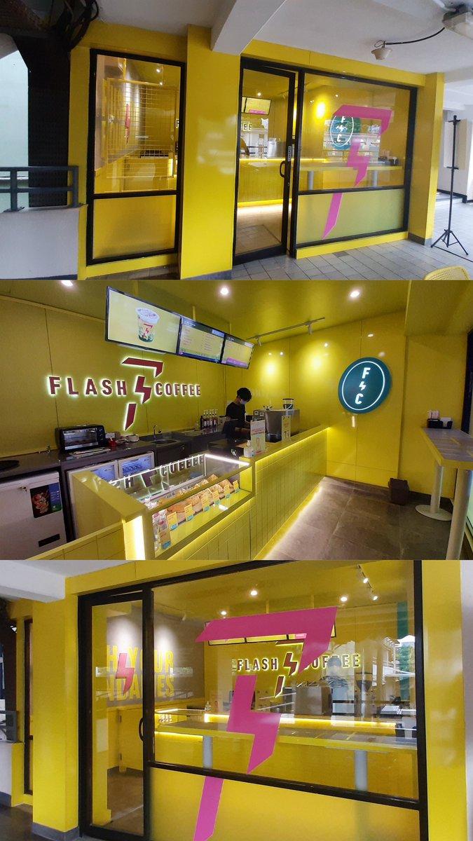 Flash Coffee Berita Satu Plaza Luas : 20m2 Waktu : 3 minggu Berbeda dari sebelumnya, ada kamprot finish untuk area belakang dan pemaikaian hdf untuk dinding kuning.   #perproyekanagarsupaya