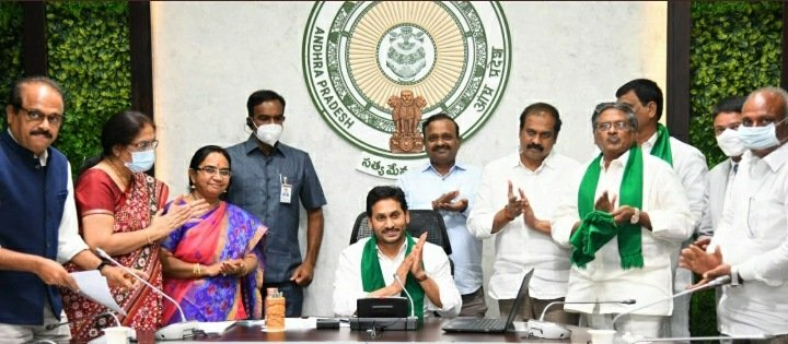 The 3rd installment of #YSRRythuBharosa amounting to Rs.1120 Cr has been transferred into bank accounts of 51.59 lakh farmers. Additionally, input subsidy amounting to Rs.646 Cr has been handed over to 8.34 lakh farmers who suffered heavy losses due to  #cyclonenivar