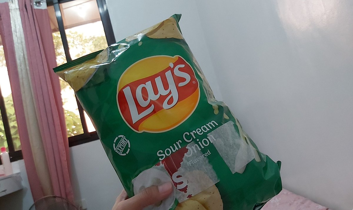 After work snack! @LaysPhilippines  @bernardokath @imdanielpadilla @KCMBBulletin   #KathNielLaysOnHolidays