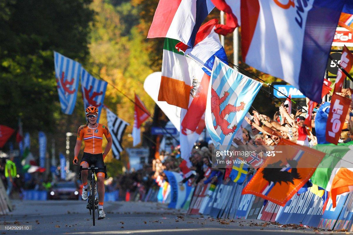 🇳🇱✍️💥 ¡Anna Van der Breggen, gran refuerzo para 2022! La neerlandesa ganadora de 3 Giros, mundial en crono y ruta, de 2 monumentos,de europeos y nacionales ¡Bienvenida! #MejorConectados 💪  @AnnavdBreggen   joins the Movistar Team! #RodamosJuntos →