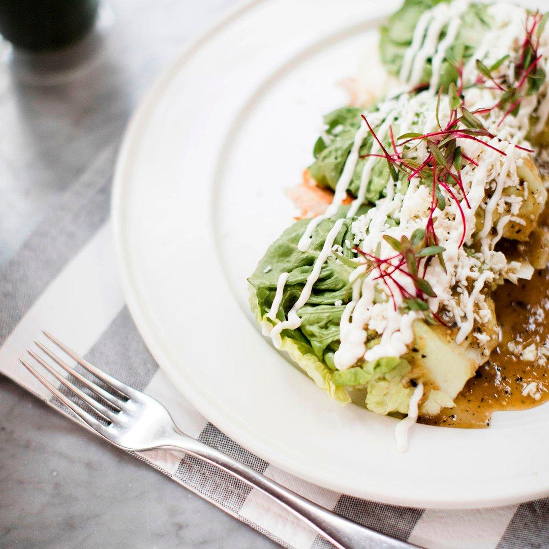 Enchiladas de lechuga, el 𝑚𝑢𝑠𝑡 que debes probar de >>> #AidaRestaurante. Pídelo para take out o #delivery. https://t.co/UvT6aAINfb