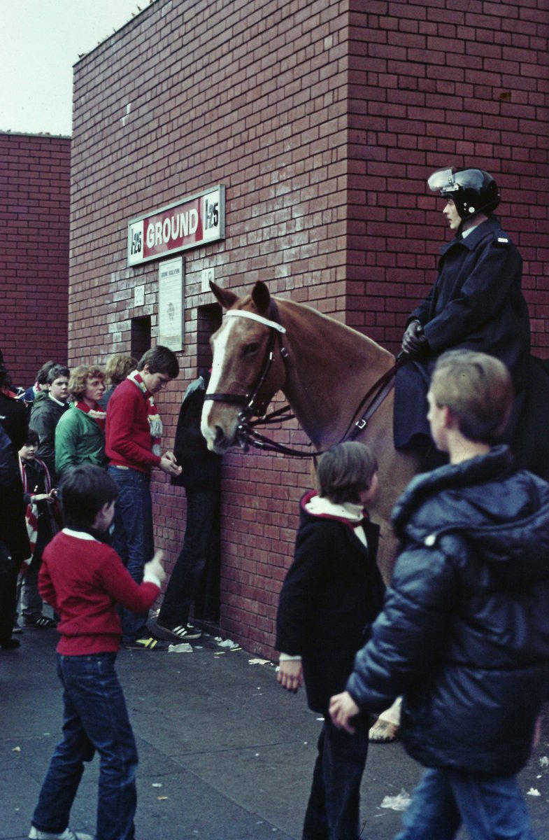 Getting into The Kop 1979. Oh for those great days at pay at the gate! #LIVERPOOL #thekop