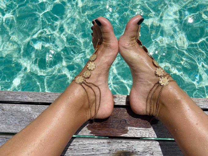 1 pic. Ughhhhhhhh, mine own self   #FootFetish #SexyFeet #FootFreak https://t.co/1X7MSRADni