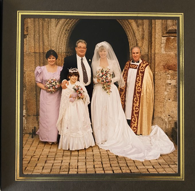 2 pic. ❤️ I was married 👰 🎩 25 years ago today, in my home town of Saltash, Cornwall 🇬🇧  I can't show