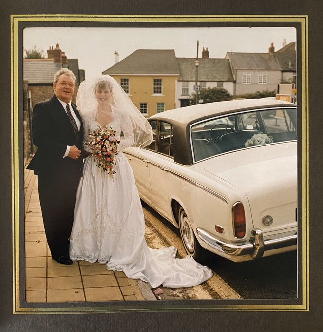 1 pic. ❤️ I was married 👰 🎩 25 years ago today, in my home town of Saltash, Cornwall 🇬🇧  I can't show