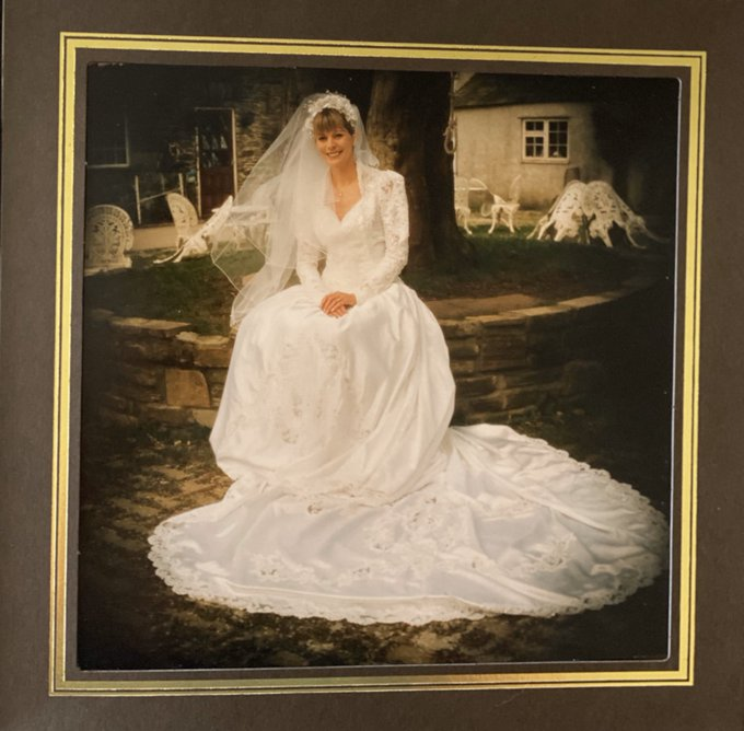 3 pic. ❤️ I was married 👰 🎩 25 years ago today, in my home town of Saltash, Cornwall 🇬🇧  I can't show