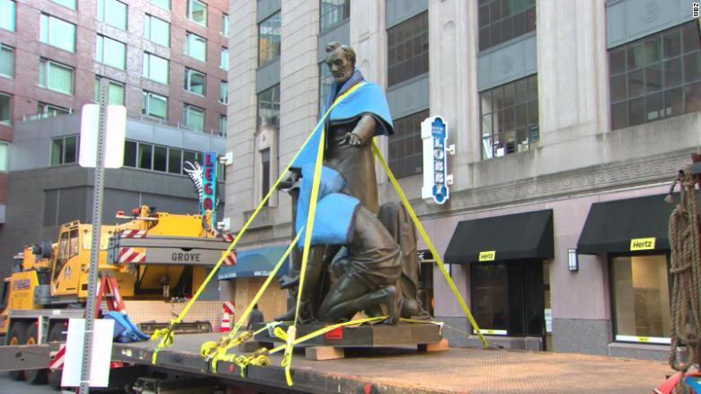 Авраама Линкольна снесли в Бостоне