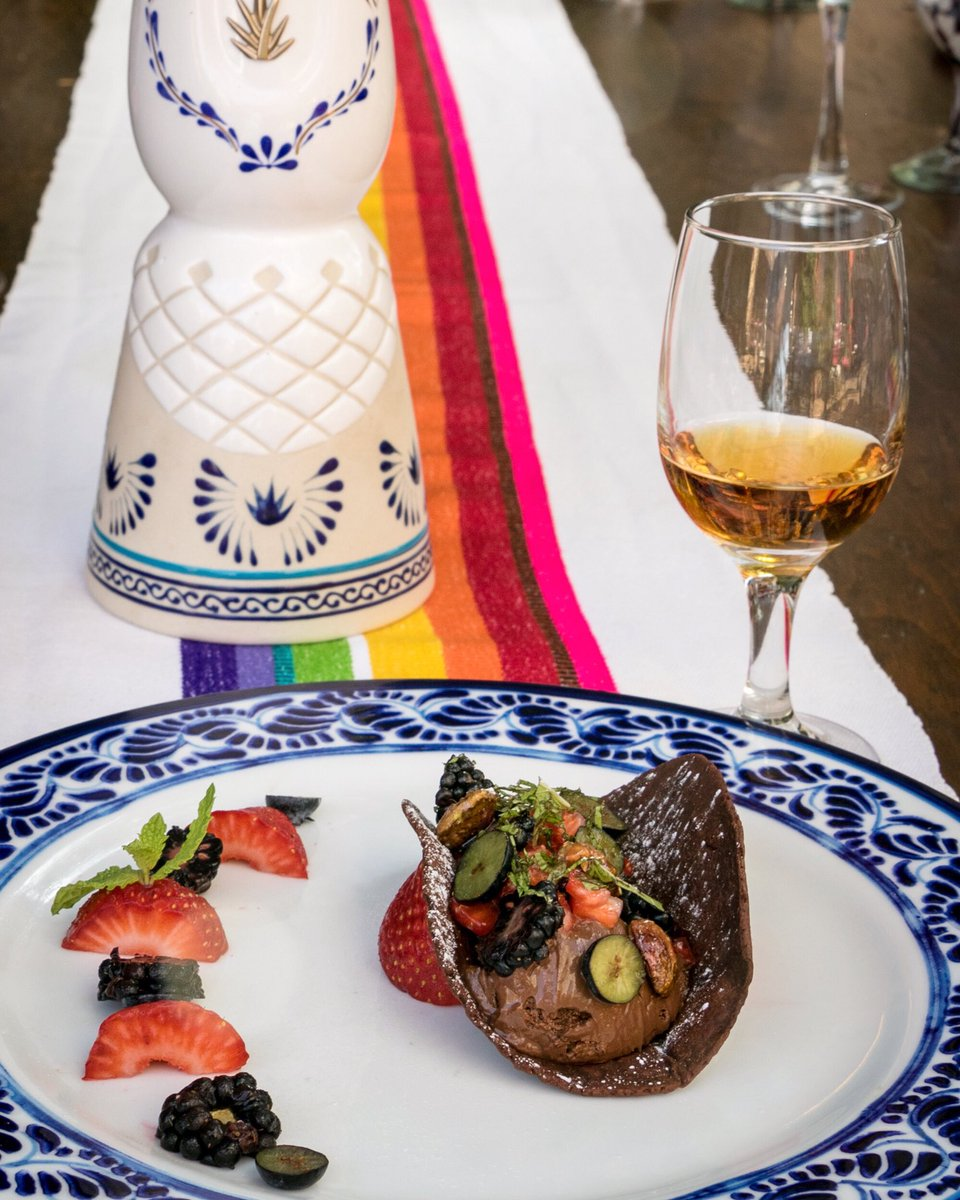 The most delicious way to end your dinner experience with us: a pairing of @claseazultequila añejo and chocolate taco!   Reservations at (624)130-7709 #lostresgallos #tequilapairing #tequilaañejo #claseazul #tequilatuesday #tequilalover #chocolatetaco #mexicanexperience #loscabos
