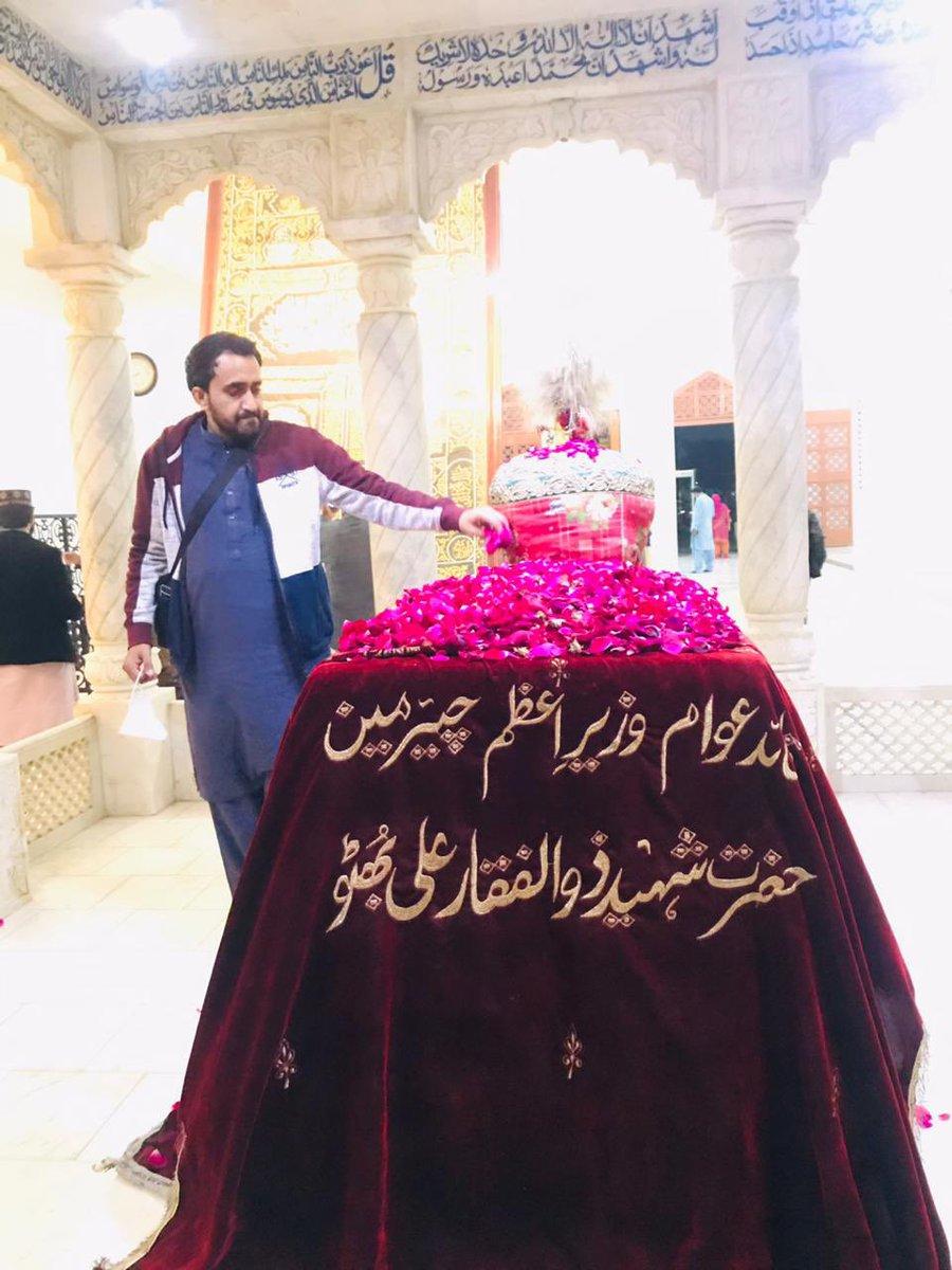 ہمارے دشمن نے یہ سوچا ہی نہیں تھا شاید یہ دیا باد فنا سے بھی بھڑک سکتا ہے  #SalamBenazir   #BlackDecember #asifabhutto #BenazirBhutto #Democracy #JiyeBhutto