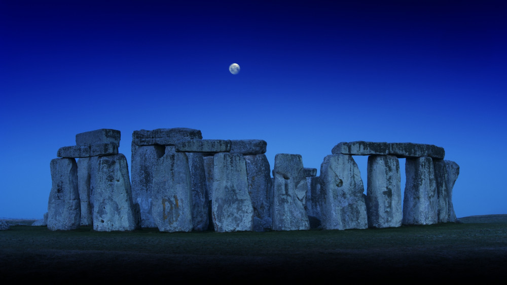 🌕 Look up tonight for the Full Cold Moon, also known as the Full Long Nights Moon and the Moon Before Yule. Whatever you call it: enjoy. 🌕 Visit Skyscape to see a livestream of the skies above Stonehenge ➡️ bit.ly/37khajd