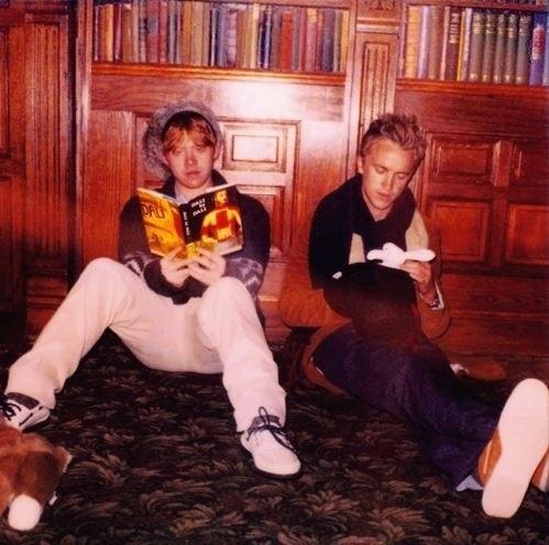 RT @PotterWorldUK: Rupert Grint (Ron Weasley) and Tom Felton (Draco Malfoy) on the set of Harry Potter. https://t.co/znOqrygRdu