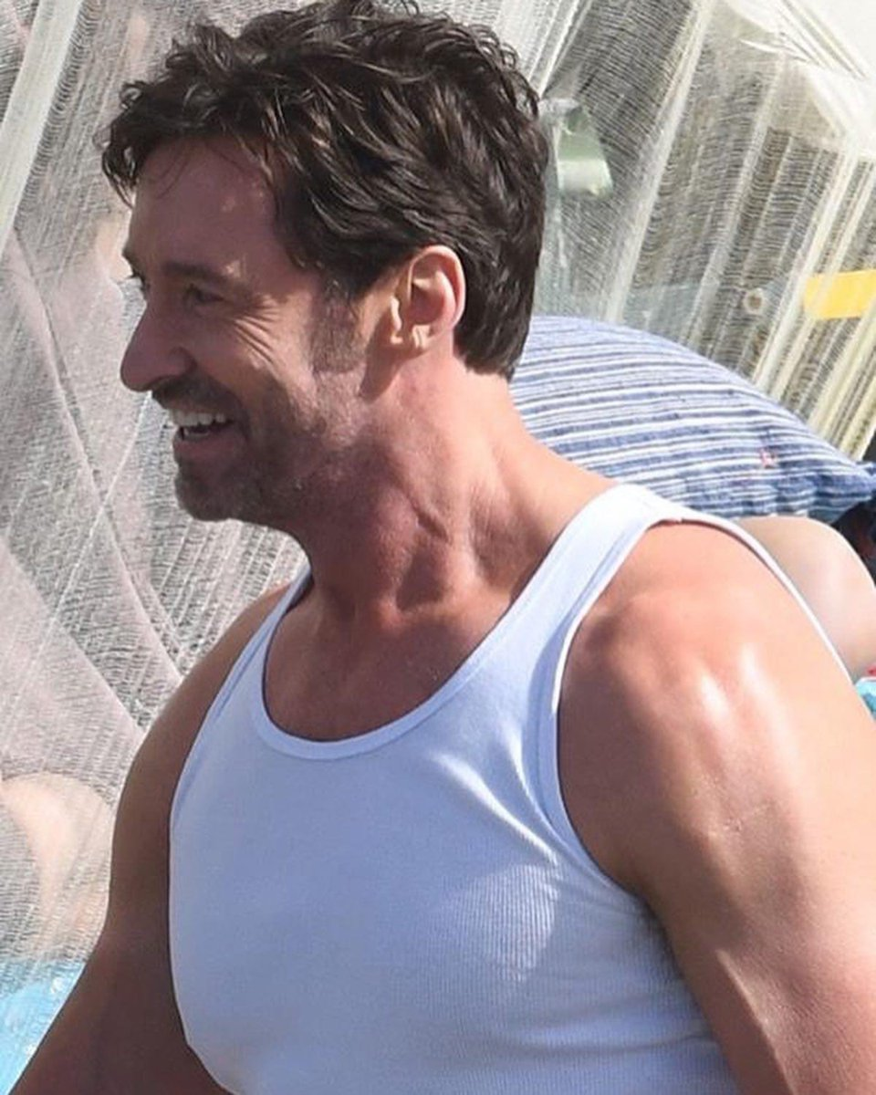 @RealHughJackman See you sharing your kindness, love, happiness with the world makes me believe in a brilliant future and give hope to see everyone joining together.  thanks for everything, Hugh. I really love you 💙