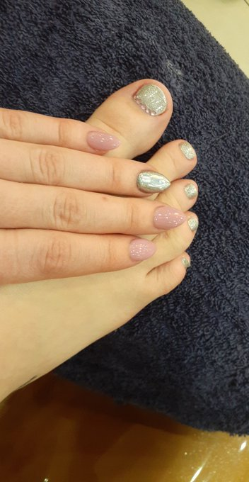 Silver and pink for the new year!! https://t.co/6N7lifzLx3