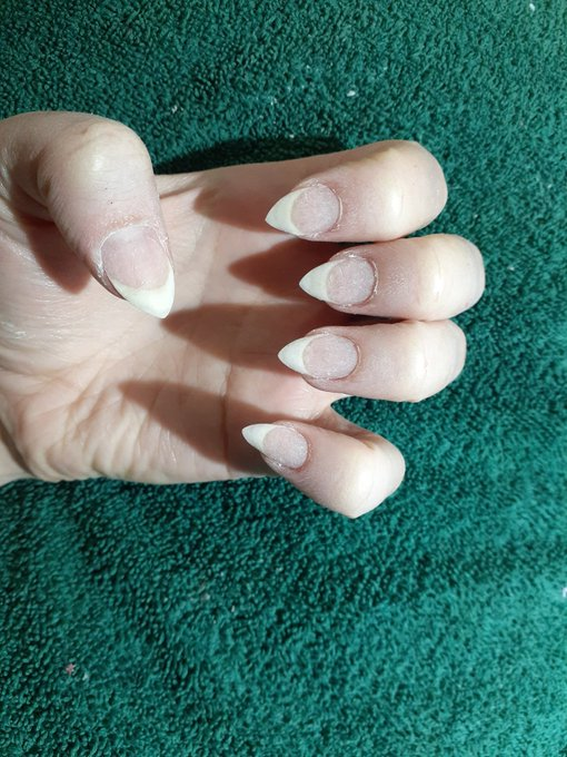 My real nails!! They are so freaking long!! https://t.co/SdzRXZkz5k