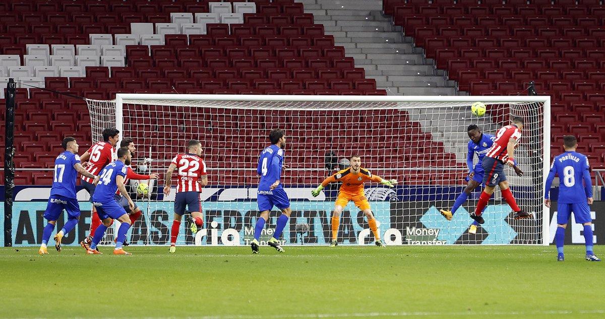🏡 𝗖𝗼𝗺𝗼 𝗲𝗻 𝗰𝗮𝘀𝗮 𝗲𝗻 𝗻𝗶𝗻𝗴ú𝗻 𝘀𝗶𝘁𝗶𝗼 🏟️   🇺🇾 @LuisSuarez9 ha marcado 7 goles en los 7 encuentros que hemos acogido en @LaLiga  ⚽⚽ Granada  ⚽ Betis  ⚽ Cádiz   ⚽⚽ Elche  ⚽ Getafe  🔫 ¡Vamos, Lucho!  🔴⚪ #AúpaAtleti