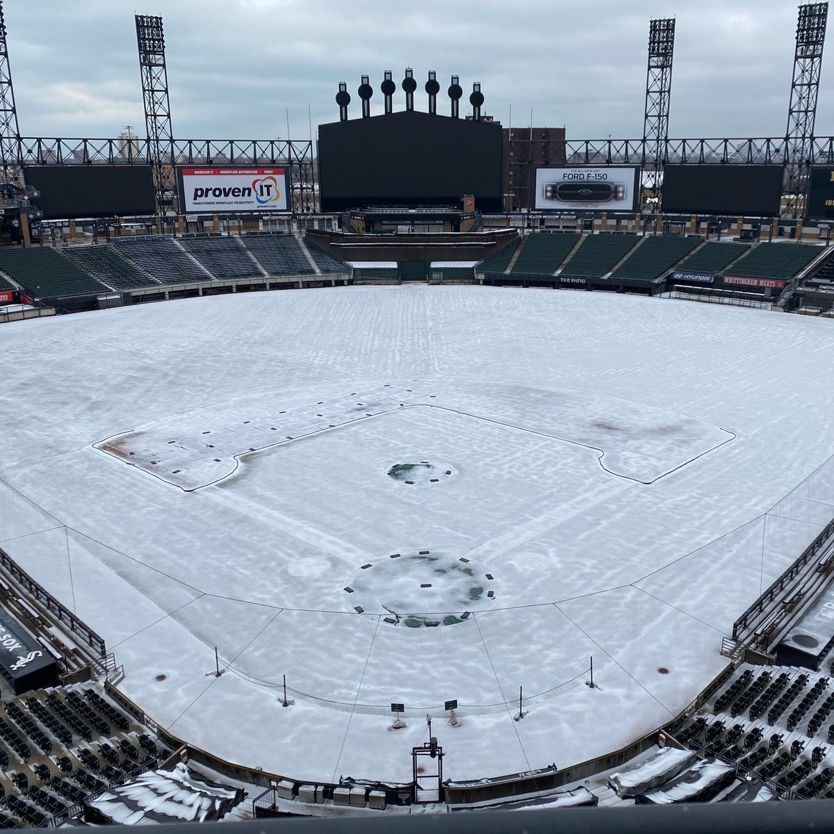 Replying to @whitesox: Dreaming of warmer weather and White Sox baseball... 💭