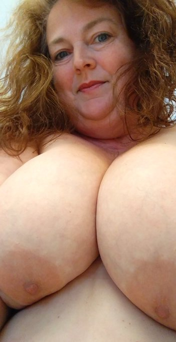 Some big 'ol titties for your hump day!! https://t.co/LTHzqUR1Wt