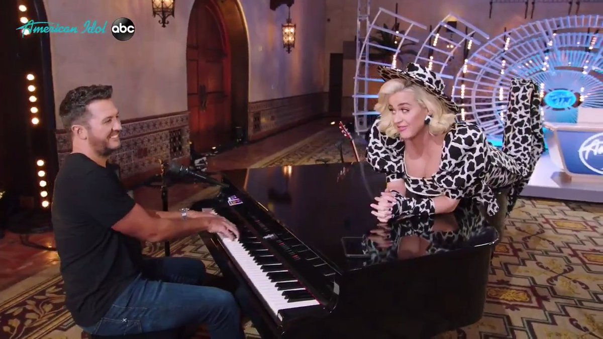 2020 Sucks! @KatyPerry and @LukeBryanOnline happily sing us into 2021! #NYE2020 #AmericanIdol