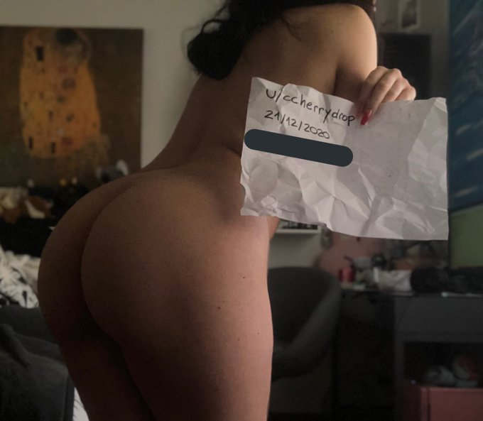 2 pic. just thought this reddit verification pics looked good https://t.co/yochCSN5sd