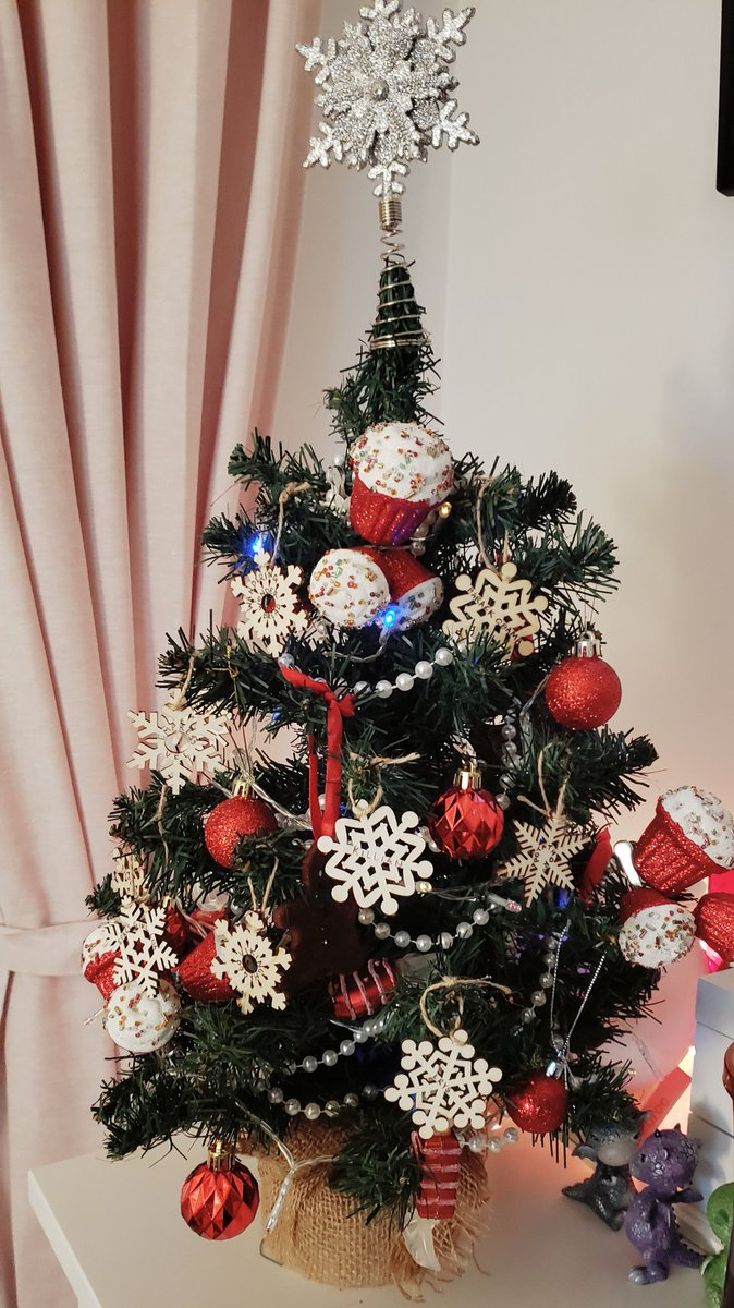 It's the (ACTUAL) LAST DAY of our charity event for #ActionAgainstHunger, so your LAST CHANCE to get your snowflake on our stream tree, our to enter our cookie raffle! Come watch me be killer for the first time!    #charity #deadbydaylight #charitystream