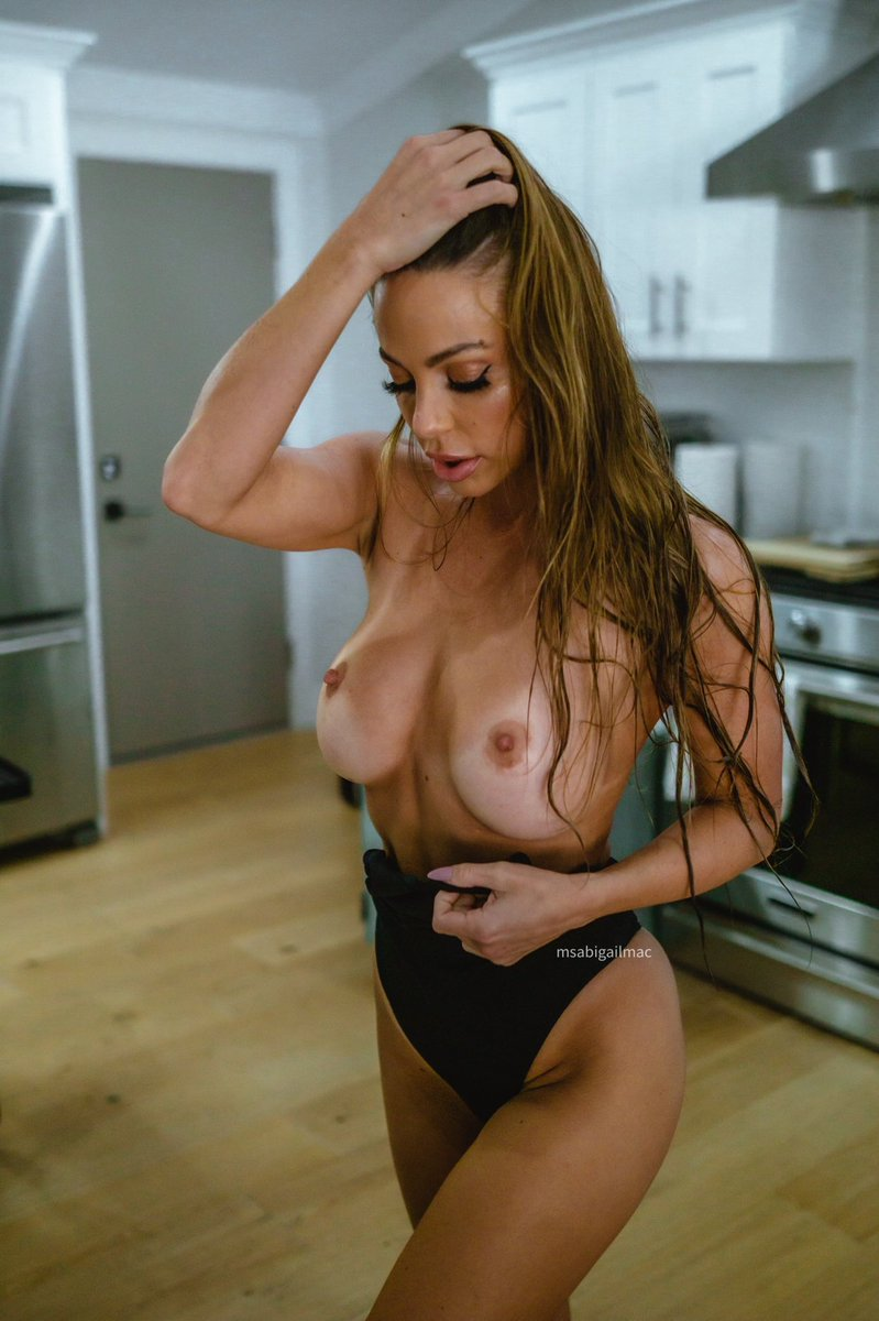 test Twitter Media - RT @MsAbigailMac: This kitchen is bitchin 🤣 front or back? https://t.co/RSnH41noAF