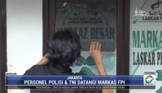 #NewslineMetroTV aparat kepolisian membersihkan sejumlah atribut dan simbol FPI di markasnya di Petamburan setelah dinyatakan sebagai organisasi terlarang oleh pemerintah. Streaming: