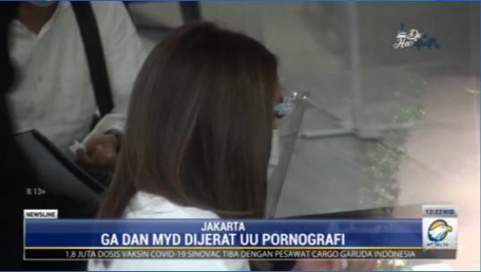 #NewslineMetroTV Menurut kabid humas Polda Metro Jaya penetapan tersangka terhadap GA dilakukan setelah penyidik melakukan pengembangan dari pemeriksaan saksi. GA dan MYD telah mengakui bahwa video asusila yang beredar merupakan milik keduanya. Streaming: