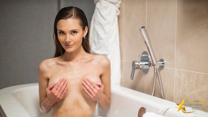 Is there room for two in here😜💦🛀  #PicOfTheDay #cheeky #PhotoOfTheDay https://t.co/Sx6NSCgTrP