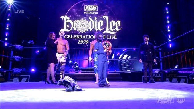 OMG 😭😭😭 #RIPBrodieLee #AEW #AEWDynamite https://t.co/pwi6meOteU