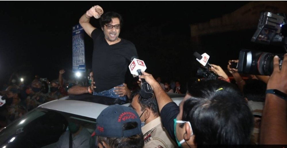 Nobody can forget this pic and that day no one! When he came out from jail.Just for a journalist 300to400 police were there to give a journalist protection.Over 800-1000 people for his welcome!At that time he show his real power and love for the people. ❤ #RepublicWontCompromise