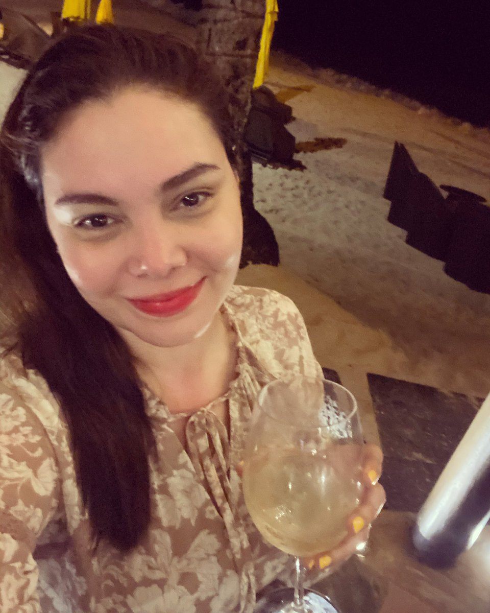 let the countdown begin.. gudluk to my liver chos! lipstick lang lalaban ko tonight hehe.. happy new year! 😅😍😘